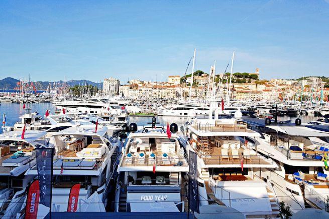 Les superyachts à Cannes