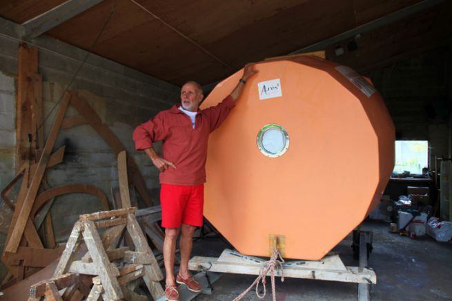 Un sacré défi : trois mois de traversée de l'Atlantique à la dérive... à bord de ce tonneau !