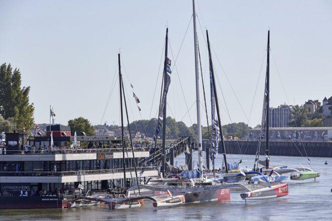 Les trimarans au ponton des Chantiers