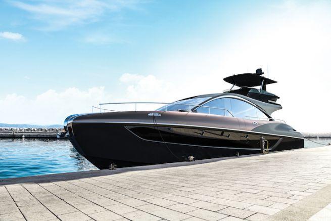 Le Lexus LY 650, premier yacht de série produit par Lexus