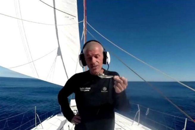 Sébastien Destremeau et son poisson volant desséché