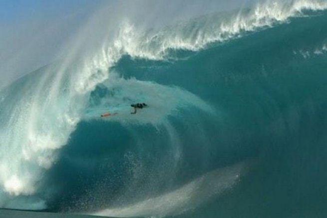 Nicolas Porcella le 22 juillet 2015 sur la vague de Teahupoo