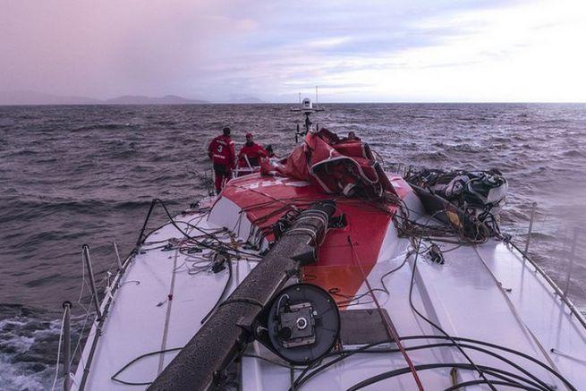 Démâtage de MAPFRE en plein entraînement pour la Volvo Ocean Race